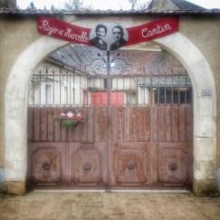 portail décoré Irancy