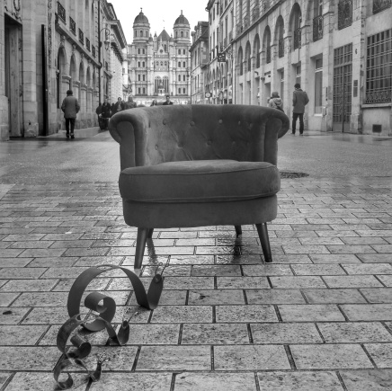 Gaston l'escargot bourguignon rencontre le fauteuil voyageur de QuenT Photography, photo G. Bourhis