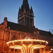 carroussel et eglise centre Caen