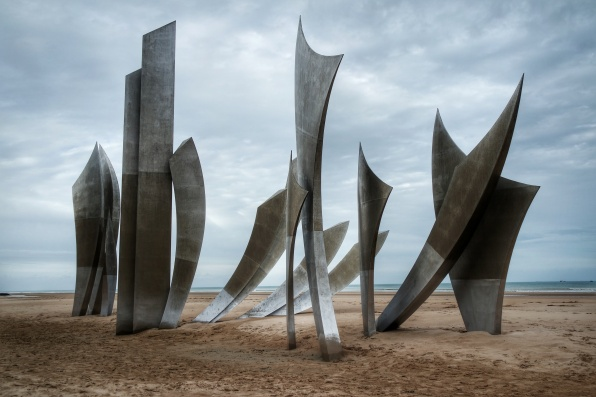 Saint Laurent sur Mer, Omaha beach, sculpture Les Braves Anilore Banon