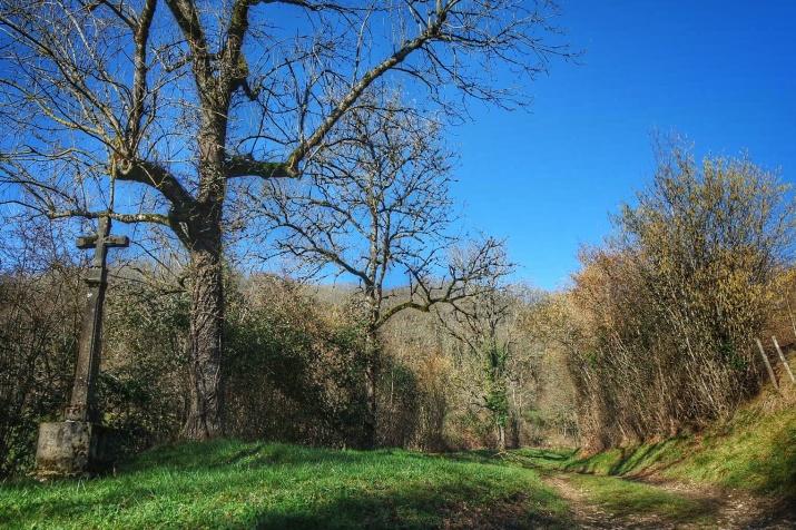 chemin à l'entrée du village Baulme la Roche
