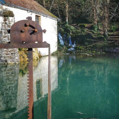 Lavoir et son reflet Baulme-la-Roche