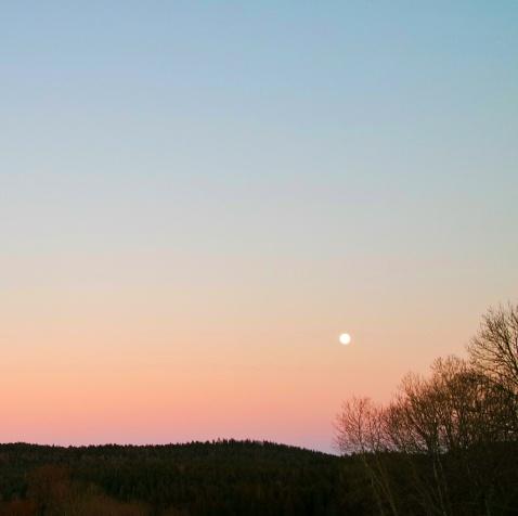 lune sur ciel embrasé, Haut-Jura