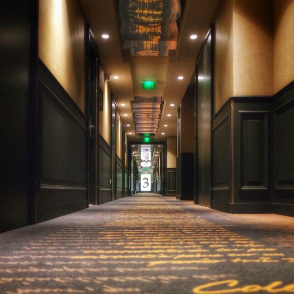 couloir 3e étage Décoration Grand Hôtel La Cloche MGallery