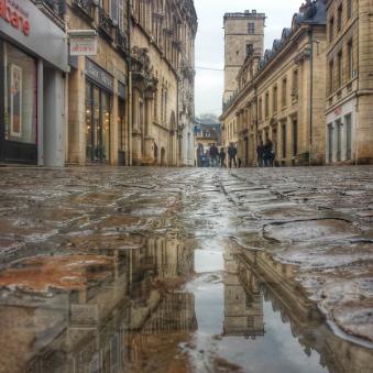 Puddle rue des Forges, Dijon, Bourgogne