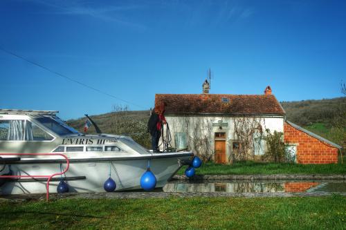 LVIRIS bateau sans permis, écluse Auxois, Canal de Bourgogne