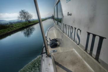 conduire un bateau sans permis L'VIRIS sur le Canal de Bourgogne