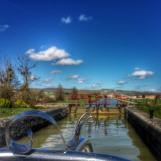 Mini Gaston passe une écluse du Canal de Bourgogne