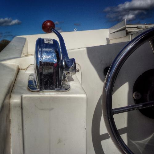 poste de pilotage extérieur bateau sans permis canal de Bourgogne