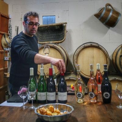 Cyril Raveau aux commandes de la dégustation au domaine Flavigny Alesia