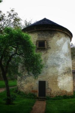 bâtisse dans le parc du château de Bussy-Rabutin