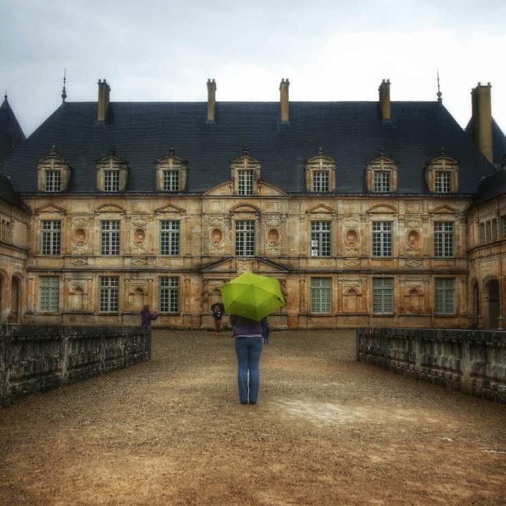 Parapluie au Château de Bussy Rabutin Bourgogne