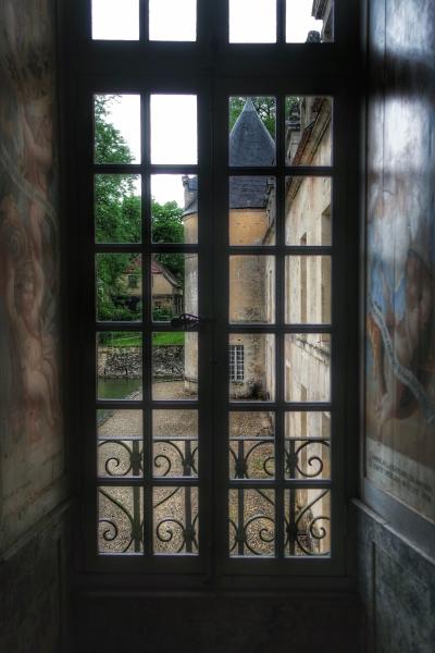 vue sur le château de Bussy-Rabutin depuis la Tour Dorée