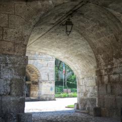 Enchevêtrement d'arcadesCitadelle Vauban à Besançon en Bourgogne Franche-Comté