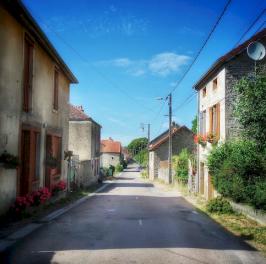 Dans la Grande Rue, Antheuil, Vallée de l'Ouche, Bourgogne, France