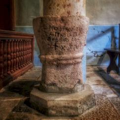 Inscription grecques sur le bénitier, Eglise Antheuil, Vallée de l'Ouche, Bourgogne