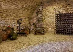 cellier- la chambre du vigneron, La Maison, Vougeot, Bourgogne, France
